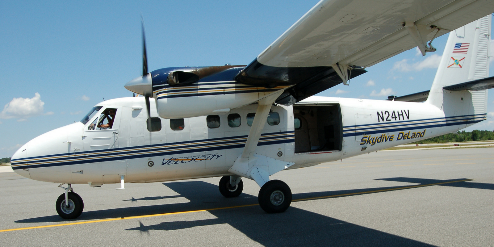 Skydive DeLand's Twin Otter DHC-6 aircraft
